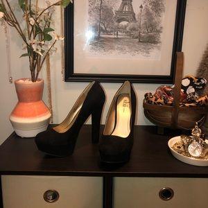 Journeys Women's Black Heel Size 6.5